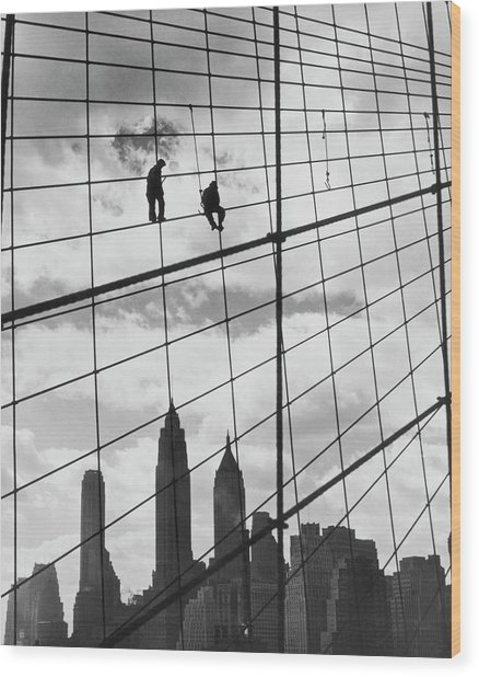 Brooklyn Bridge Workers Wood Print by Archive Photos