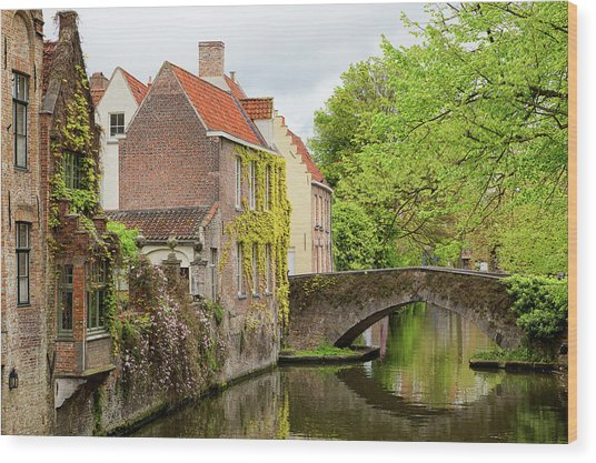 Bruges Footbridge Over Canal Wood Print