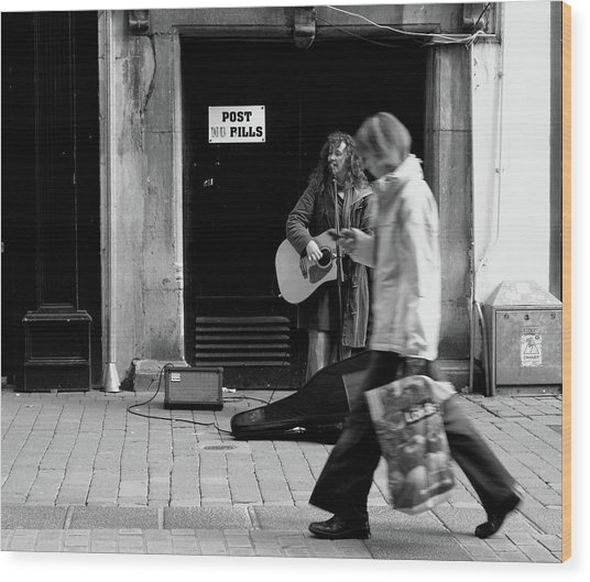 Wood Print featuring the photograph Busker by Edward Lee