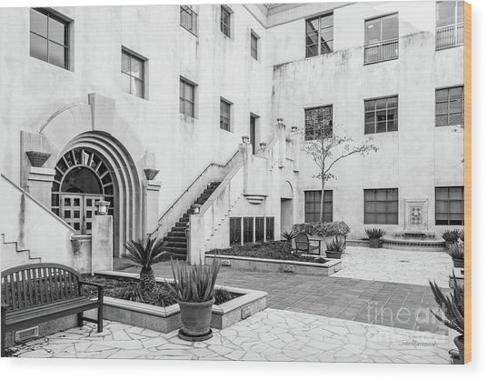 California Institute Of Technology Courtyard Wood Print by University Icons
