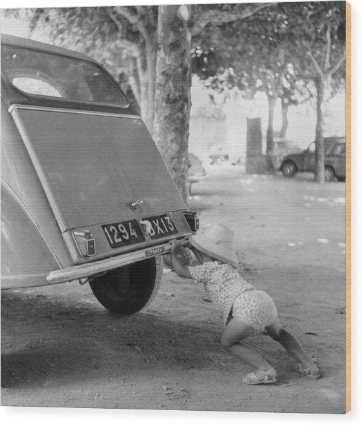Car Break-down 1964 Wood Print by Keystone-france