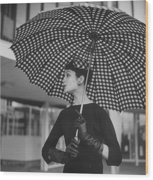 Checked Parasol, Used At The Racetrack Wood Print by Nina Leen