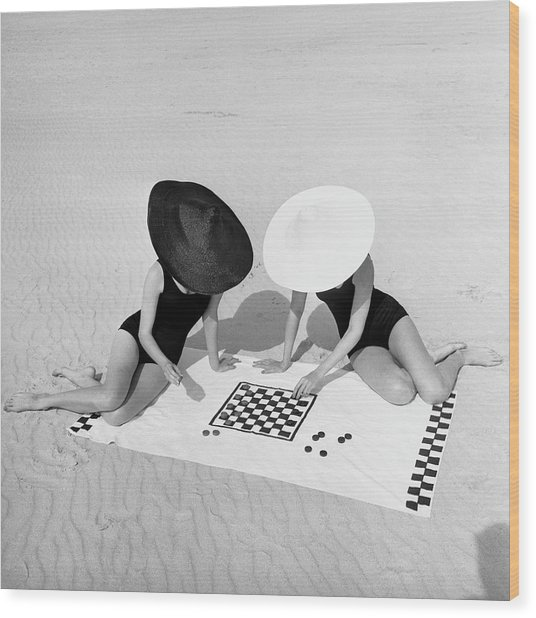 Checkers On The Beach Wood Print