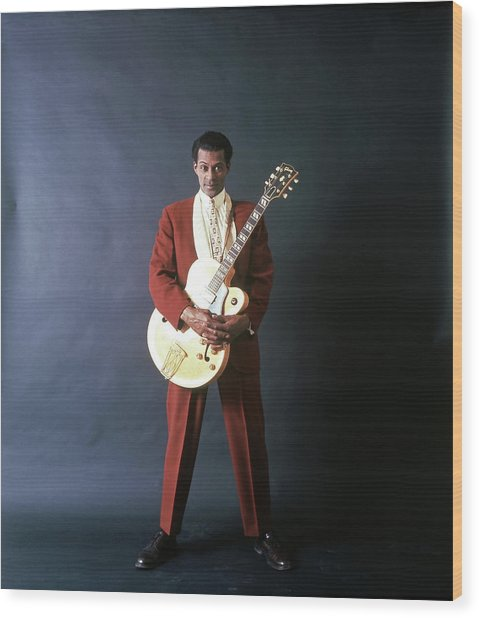 Chuck Berry Portrait Session Wood Print by Michael Ochs Archives