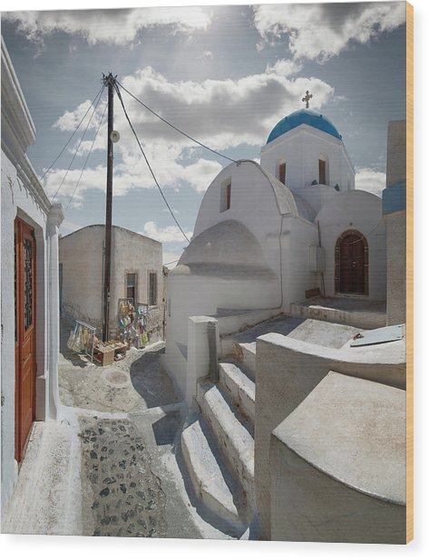 Church And Souvenir Stand In Santorini Wood Print by Ed Freeman