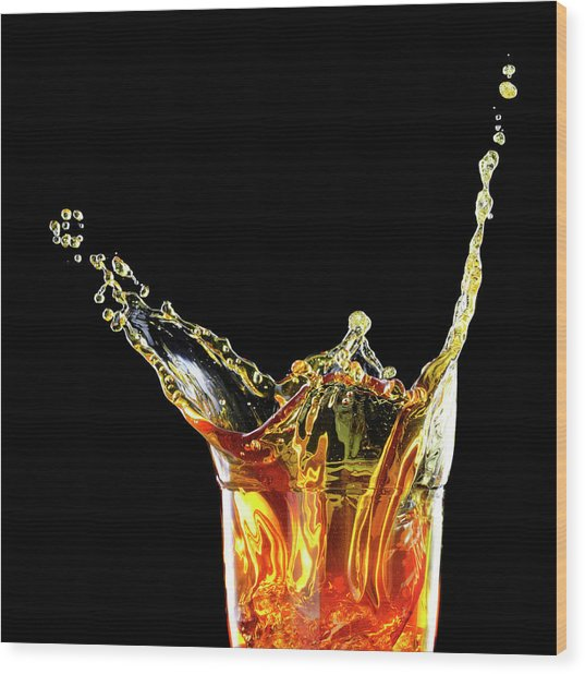 Cocktail With Big Splash In A Tumbler Wood Print by Chris Stein