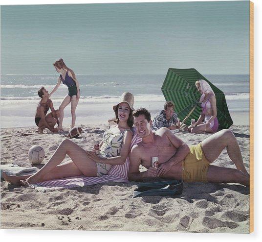 Couples On The Beach Wood Print