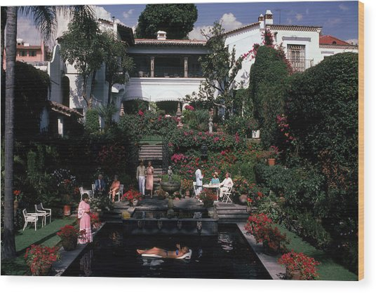Cuernavaca Villa Wood Print