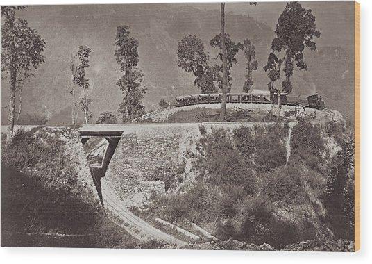 Darjeeling Train Wood Print by Hulton Archive