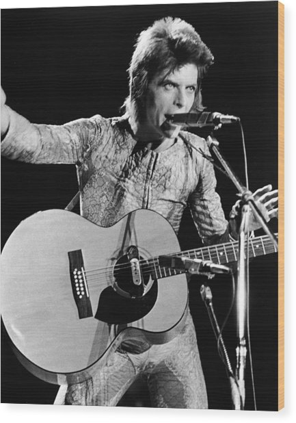 David Bowie Performing As Ziggy Stardust Wood Print