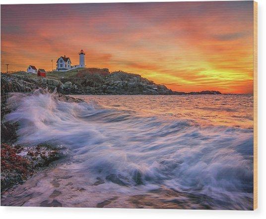 Dawn At Cape Neddick Lighthouse Wood Print