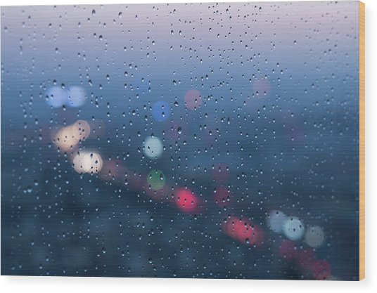 Defocused Lights And Water Droplets On Wood Print by Miragec