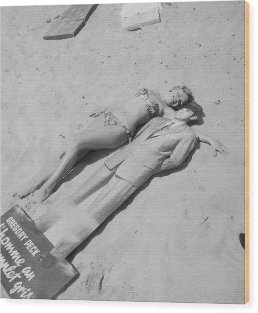 Diana Dors Lying On The Beach At Cannes Wood Print