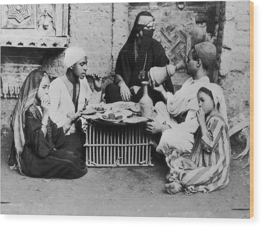 Dinner In Egypt Wood Print by Hulton Archive