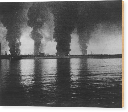 Dunkirk Fires Wood Print by Central Press