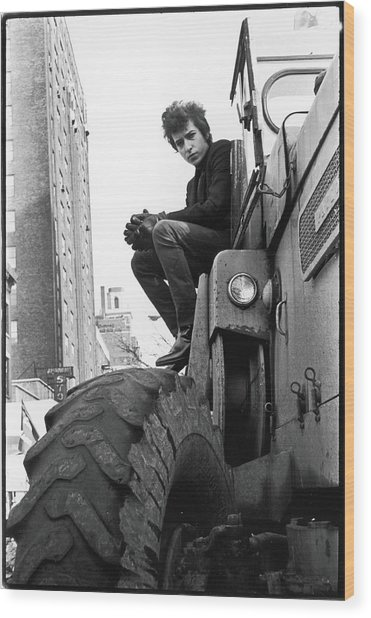 Dylan In Sheridan Square Park Wood Print by Fred W. McDarrah