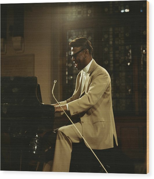 Earl Hines On Stage Wood Print by David Redfern