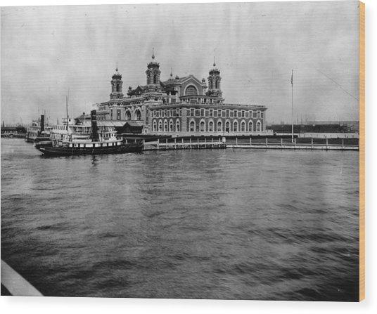 Ellis Island Wood Print by Hulton Archive