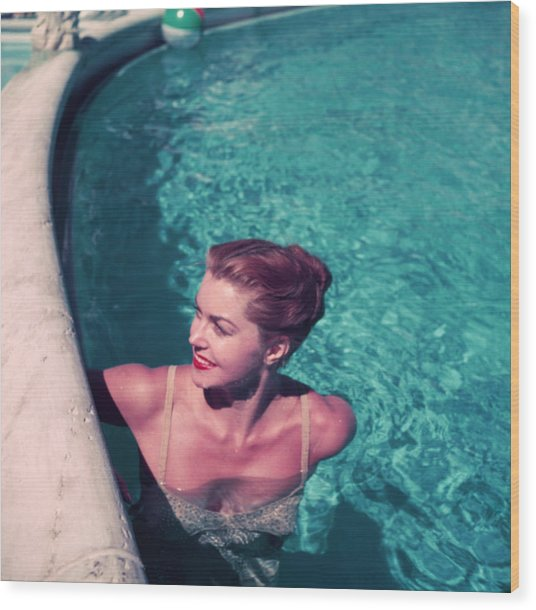 Esther Williams In Pool Wood Print by Slim Aarons