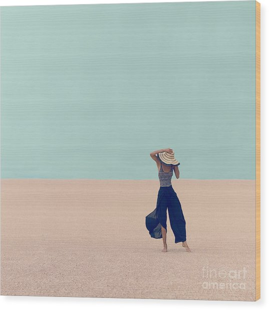 Fashion Model In The Desert On Vacation Wood Print