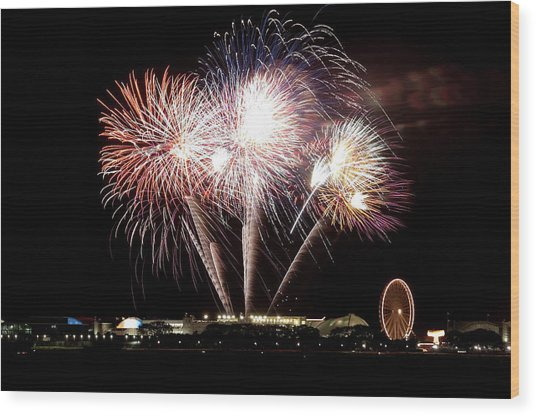 Fireworks In Chicago Wood Print by 400tmax