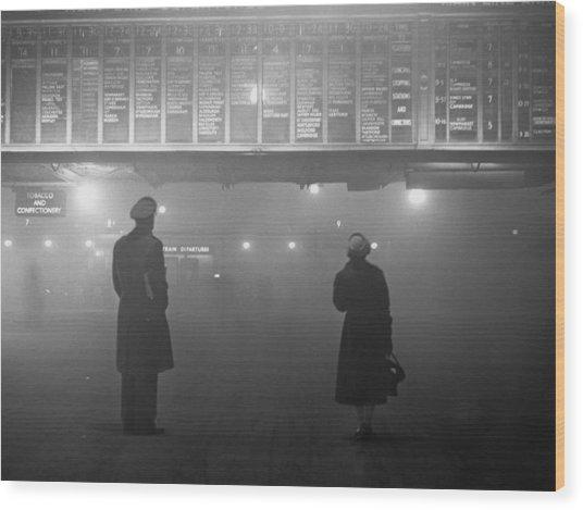 Fog At Liverpool Street Wood Print by Edward Miller