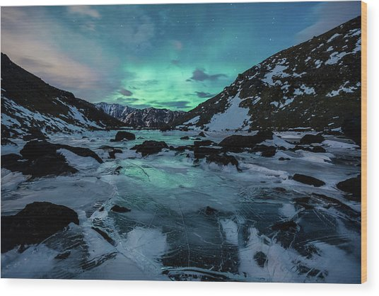 Gale-force Aurora H Wood Print