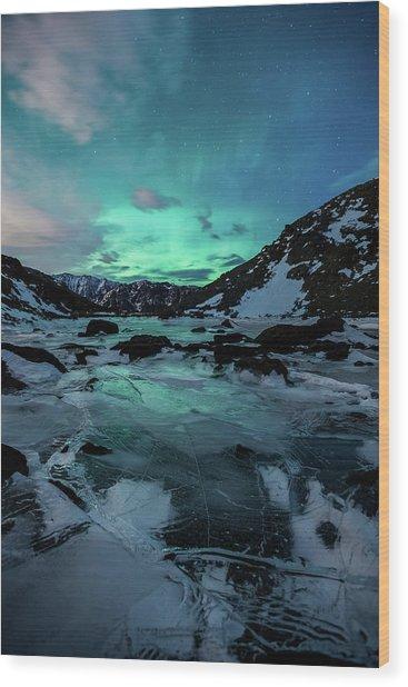 Gale-force Aurora V Wood Print
