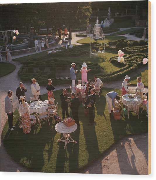 Garden Party Wood Print by Slim Aarons