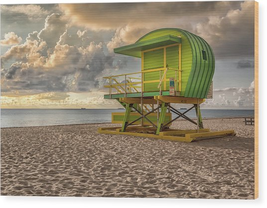 Green Lifeguard Stand Wood Print
