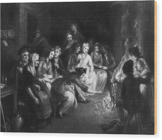 Halloween Gathering Wood Print by Hulton Archive