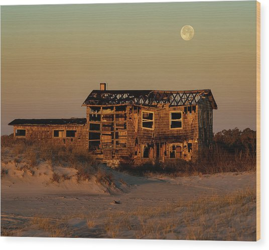 Clements House With Full Moon Behind Wood Print