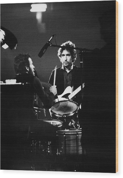 Helm & Dylan At The Spectrum Wood Print by Fred W. McDarrah