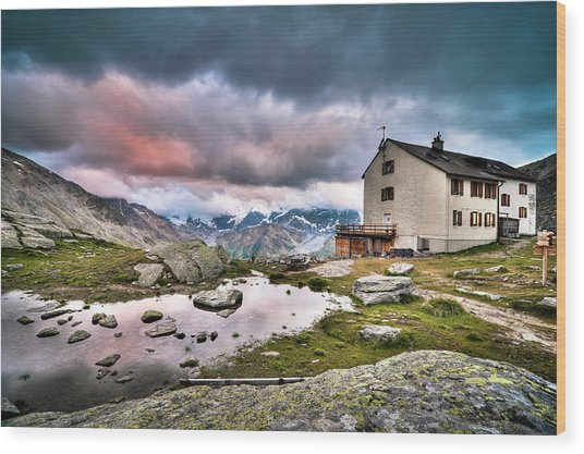 High Mountain Shelter At Sunset Wood Print
