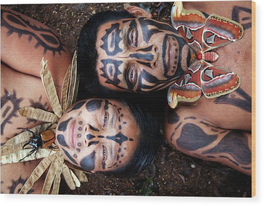 Hispanic Couple With Painted Faces And Wood Print by Pixelchrome Inc