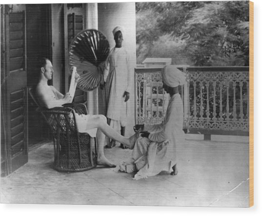 Indian Pedicure Wood Print by Hulton Archive