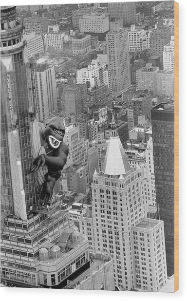 Inflatable King Kong On The Empire Wood Print by New York Daily News Archive