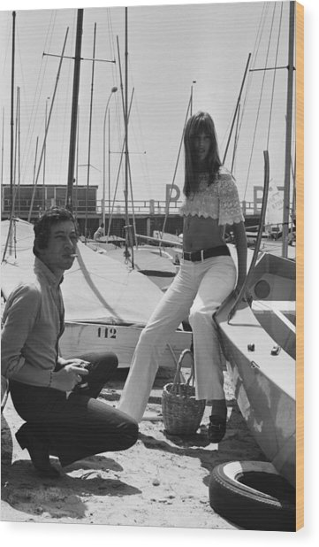 Jane Birkin And Serge Gainsbourg In Wood Print by Reporters Associes