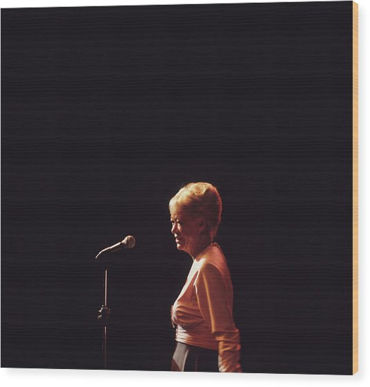 June Christy Performs At Newport Wood Print by David Redfern