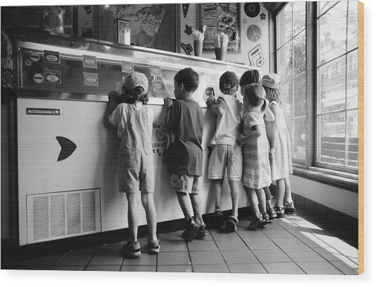 Kids At Ice Cream Counter Wood Print
