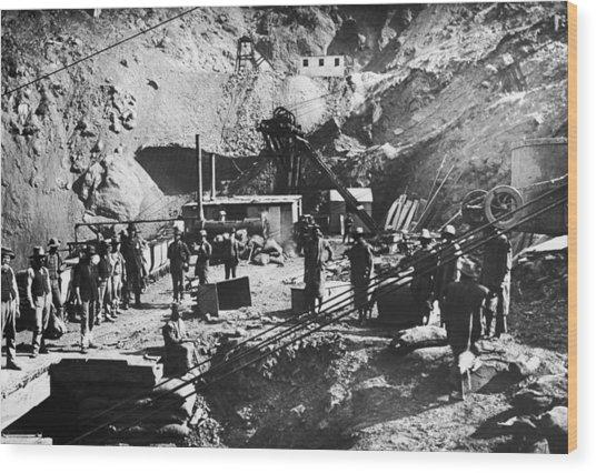 Kimberley Diamond Mine Wood Print by Hulton Archive