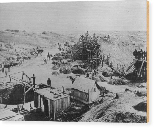 Kimberley Mine Wood Print by Hulton Archive
