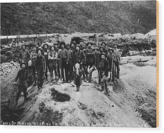 Klondike Miners Wood Print by Hulton Archive