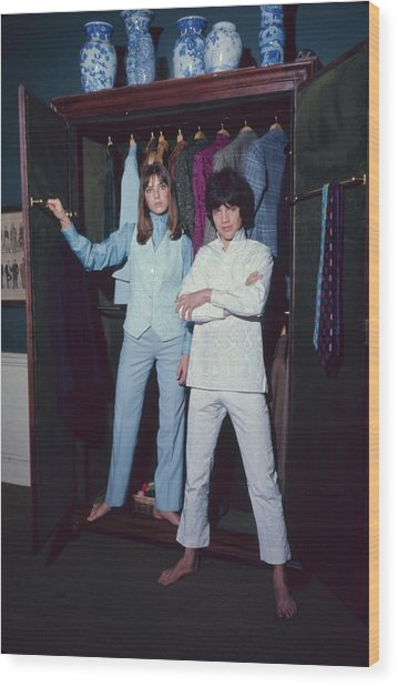 L-r Actress Jane Birkin And Pop-singer Wood Print by Bill Ray