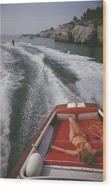 Leisure In Antibes Wood Print by Slim Aarons
