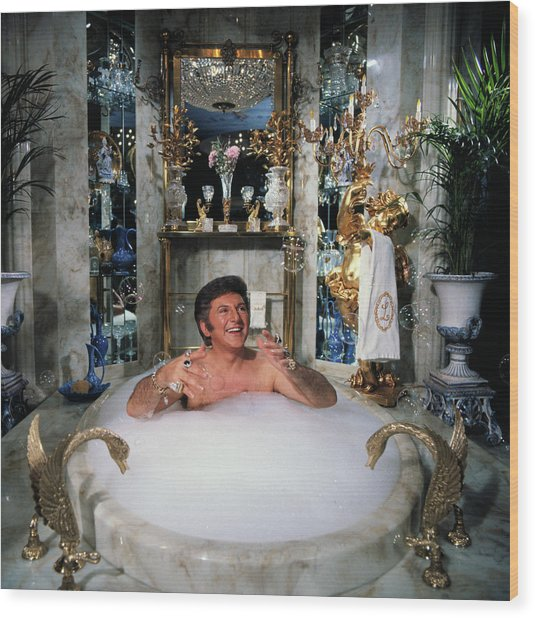 Liberace Taking A Bubble Bath Wood Print by Bettmann