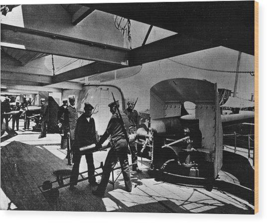 Loading Gun Wood Print by Hulton Archive