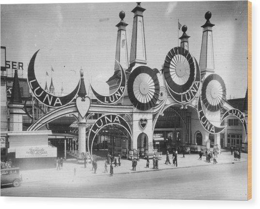 Luna Park Wood Print by Hulton Archive