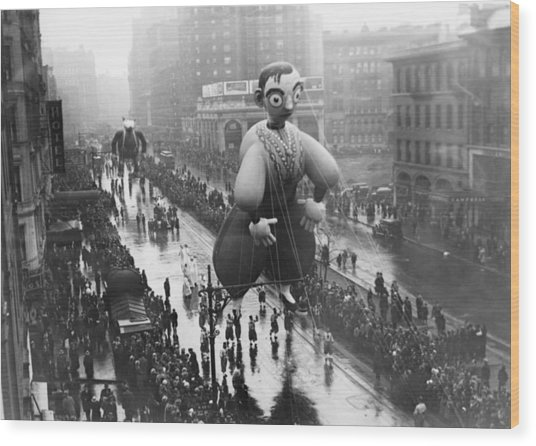 Macys Thanksgiving Day Parade Wood Print by Fpg