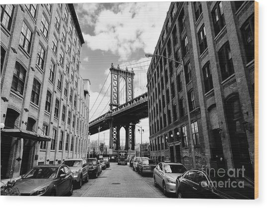 Manhattan Bridge Seen From A Brick Wood Print by Youproduction